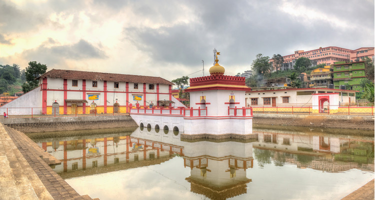 Places to Visit  Omkareswara Temple, Coorg